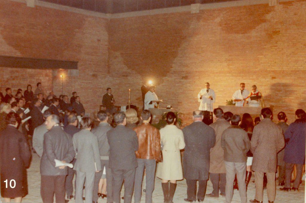 Consagració de l'altar, a càrrec de Mn. Genís Padrós, l'11 de gener de 1969. (3)