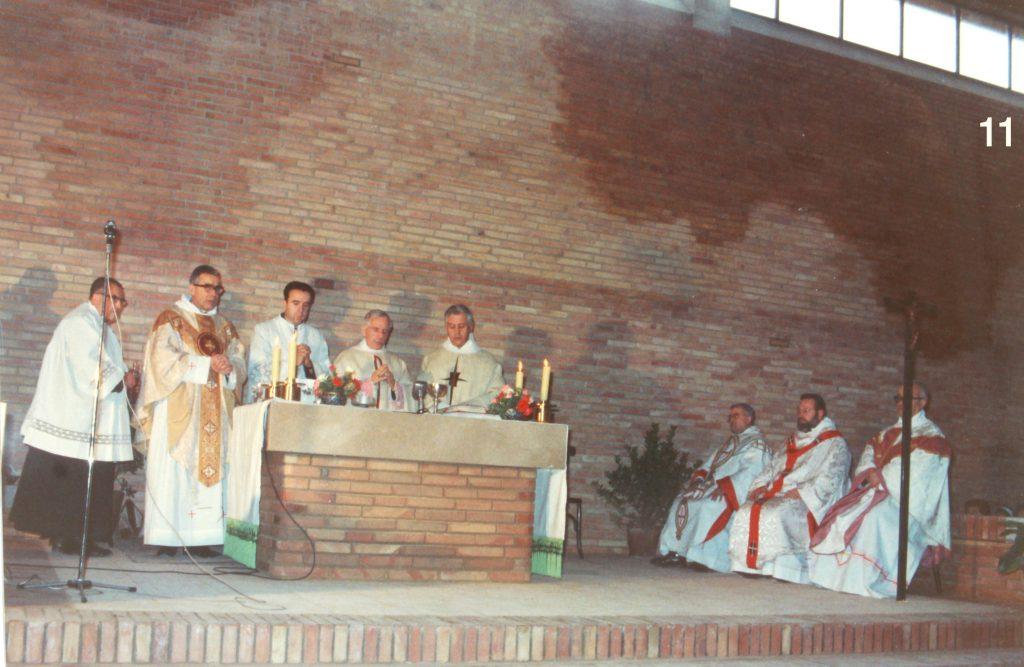 Missa inaugural del temple de Sagrada Família, presidit pel bisbe Ramon Masnou, el 12 de gener de 1969.