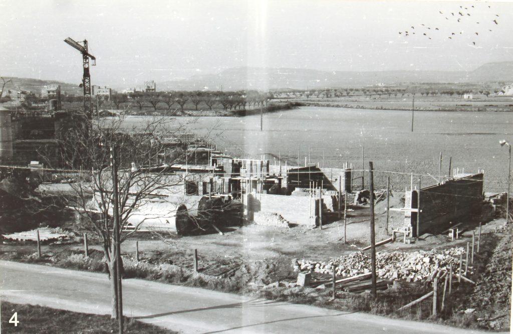 Imatge de les obres del temple, en estat molt inicial.