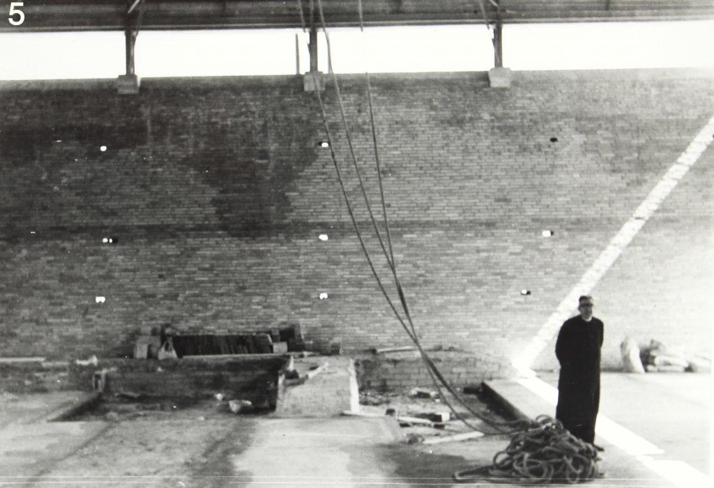 Mn. Lluis Toneu, rector de la parròquia entre 1958 i 1977 durant les obres del temple. (1)