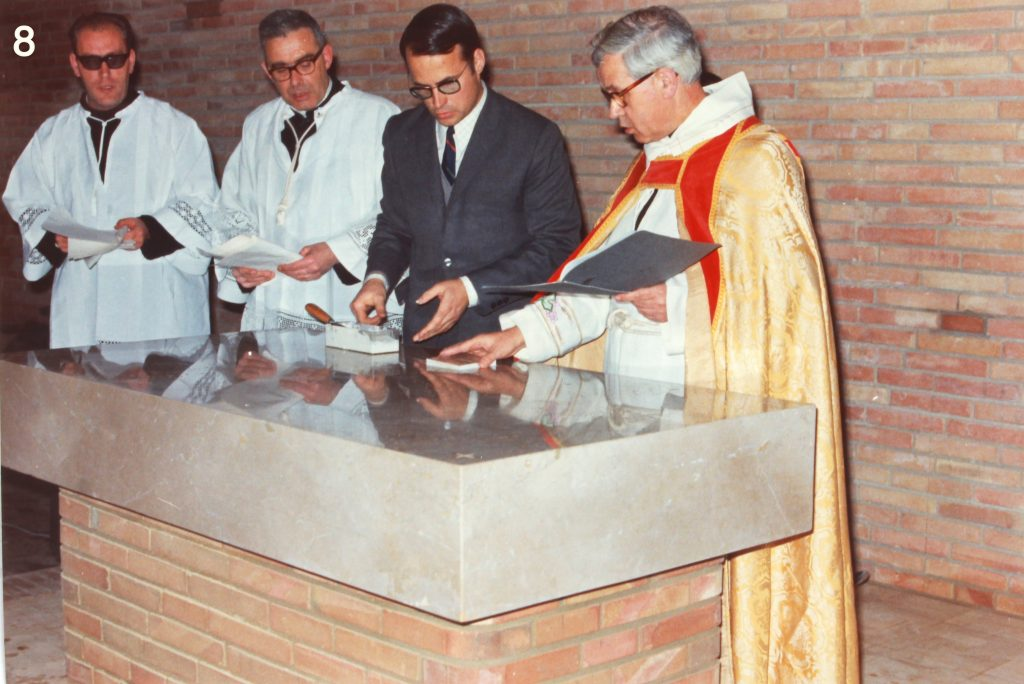 Consagració de l'altar, a càrrec de Mn. Genís Padrós, l'11 de gener de 1969. (1)