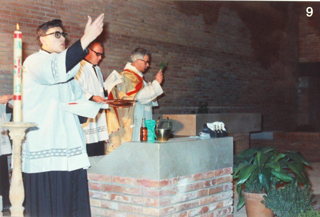 Consagració de l'altar, a càrrec de Mn. Genís Padrós, l'11 de gener de 1969. (2)